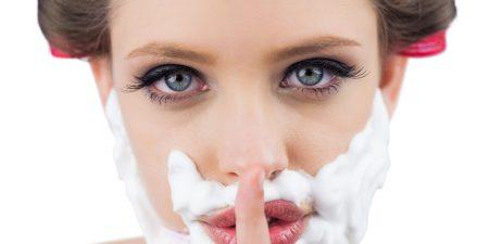 Waarom sommige vrouwen hun gezicht scheren